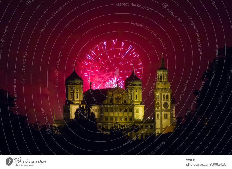 fireworks over the illuminated Augsburg Town Hall Rathaus Sehenswürdigkeit Wahrzeichen Feste & Feiern rosa rot Feuerwerk Celebration New Year's Eve