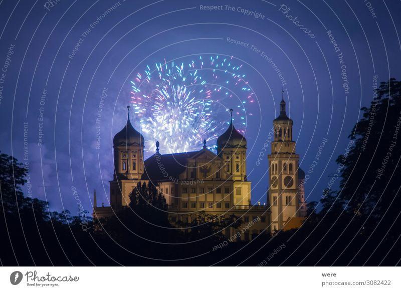 fireworks over the illuminated Augsburg Town Hall Veranstaltung Silvester u. Neujahr Rathaus Sehenswürdigkeit Wahrzeichen Denkmal Feste & Feiern fantastisch