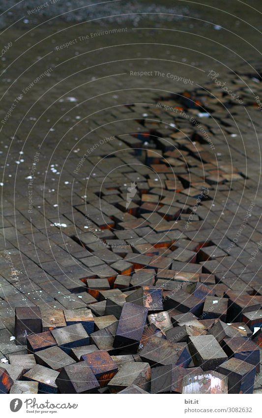 Der Aufstand der Bauklötze alt Holz Bewegung Arbeit & Erwerbstätigkeit Vergänglichkeit kaputt bedrohlich Baustelle Beruf Verfall Konflikt & Streit Wirtschaft