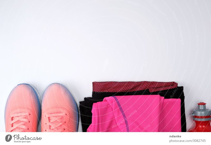 rosa Textilschuhe und andere Artikel für die Fitness Frucht Diät Flasche Lifestyle Sport Joggen Frau Erwachsene Mode Bekleidung Accessoire Schuhe Turnschuh
