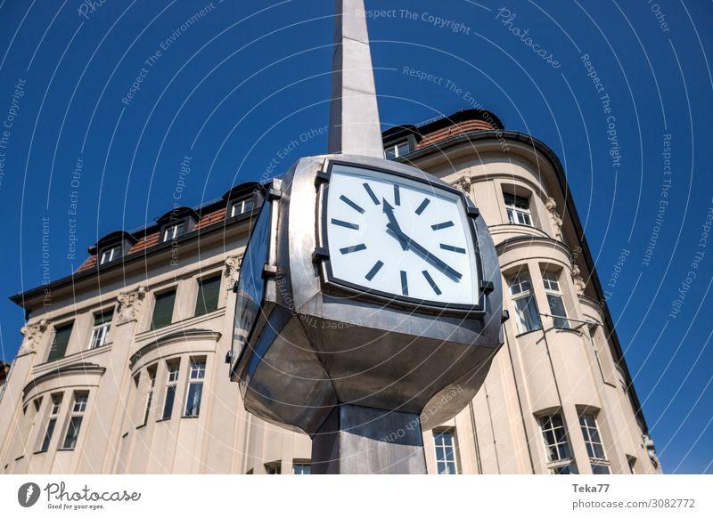 Die Uhr Sommer Technik & Technologie Wissenschaften Fortschritt Zukunft High-Tech ästhetisch Zeit Farbfoto Außenaufnahme