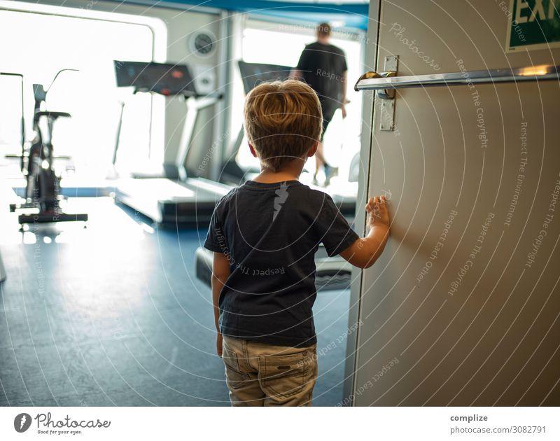 Fitness Lifestyle Stil Gesundheit sportlich Freizeit & Hobby Sport Sport-Training Sportler Kind Mensch beobachten Blick Fitness-Center Laufband Kleinkind