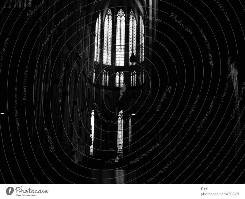 Cathedral b/w Sonne dunkel Religion & Glaube Architektur geheimnisvoll Köln Dom Gotik Kathedrale Gotteshäuser Chor Kirchenfenster