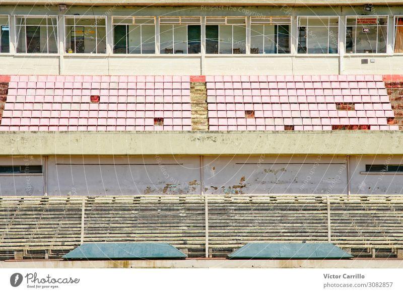 Ein altes verlassenes Fußballstadion in Uruguay Sportstätten Fußballplatz Stadion Architektur historisch Dekadenz Einsamkeit elegant Ende Vergangenheit Farbfoto