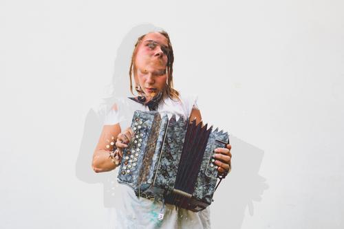 Doppelbelichtungsbild einer jungen Frau, die das Akkordeon spielt. Lifestyle exotisch Freude Freizeit & Hobby Mensch feminin Junge Frau Jugendliche Erwachsene 1