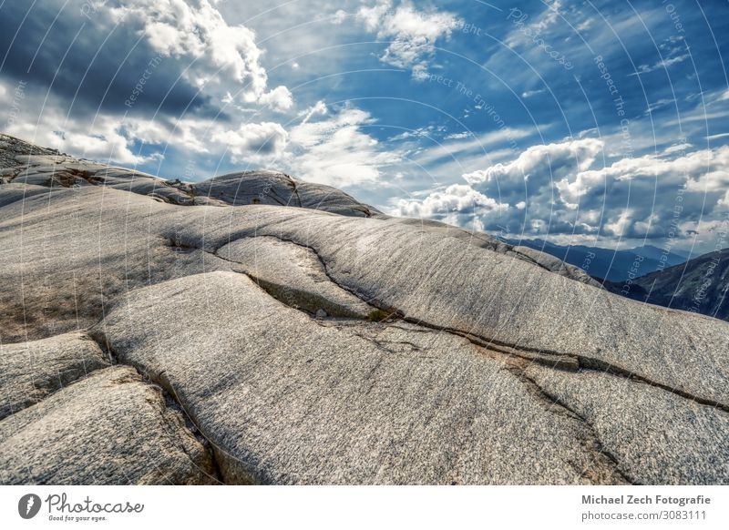 schwere Steine auf dem Rhonegletscher zwischen den Schweizer Alpen Ferien & Urlaub & Reisen Tourismus Abenteuer Sommer Schnee Berge u. Gebirge wandern Umwelt