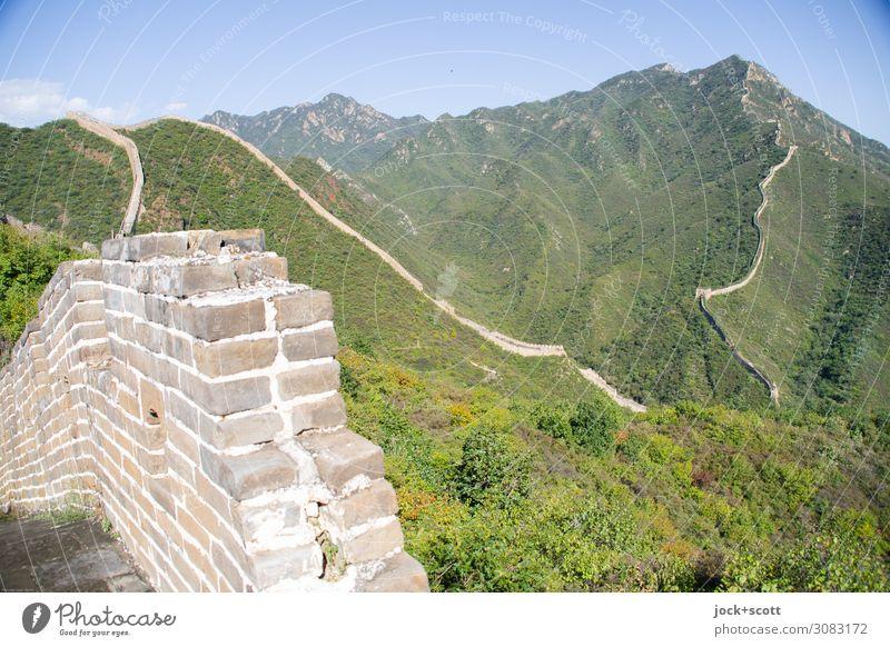 Lange Mauer ohne Ende.... Ferne Weltkulturerbe Landschaft Wolkenloser Himmel Schönes Wetter Sträucher Berge u. Gebirge Bauwerk Sehenswürdigkeit Wahrzeichen
