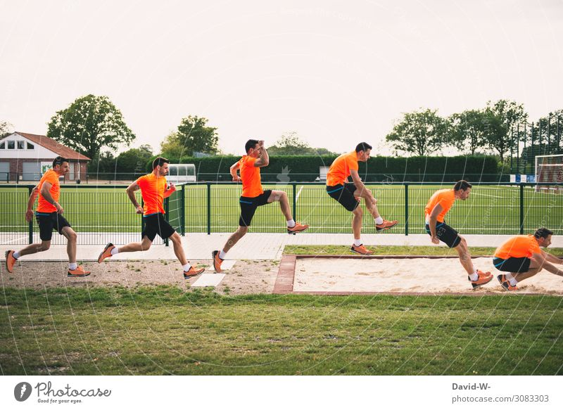 springen in Zeitlupe Gesundheit sportlich Fitness Sport Leichtathletik Sportler Sportveranstaltung Fußballplatz Mensch maskulin Junger Mann Jugendliche