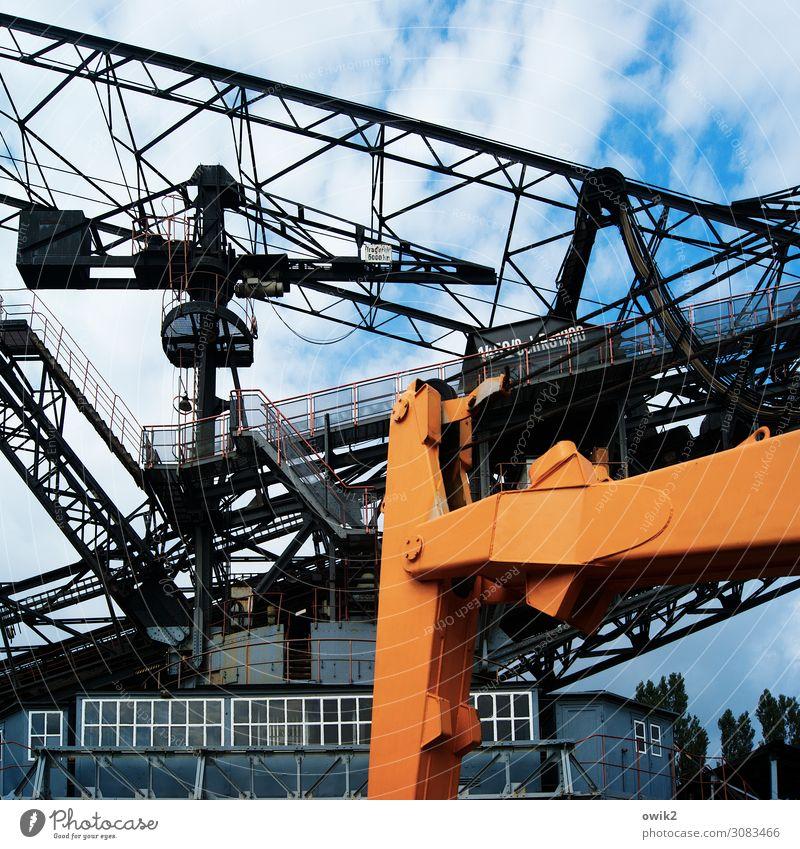 Verlorene Zukunft Technik & Technologie Energiewirtschaft Bagger Braunkohlenbagger Braunkohlentagebau ausrangiert Himmel Wolken Fenster Metall alt gigantisch