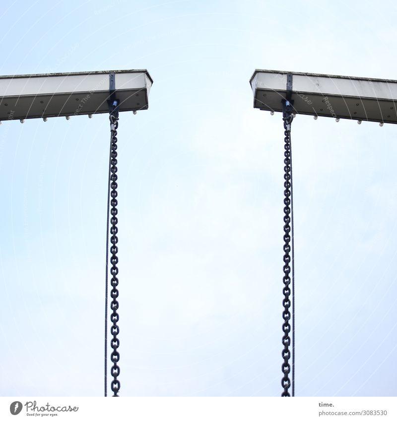 Kettenreaktion Himmel Wolken Brücke Bauwerk Architektur Zugbrücke Stahlträger Verkehr Schifffahrt hängen hoch kalt Macht Sicherheit Schutz standhaft