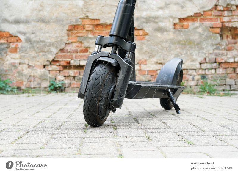E-Scooter oder E-Roller Straße Lifestyle Textfreiraum Stadtleben Freizeit & Hobby Verkehr modern Technik & Technologie Bürgersteig trendy Umweltschutz Fahrzeug