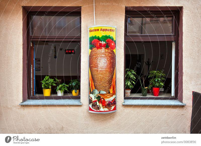 Guten Appetit Haus Menschenleer Stadt Textfreiraum Speise Essen Foodfotografie Ernährung Kebab Imbiss Restaurant Fenster Gastronomie Traurigkeit trist Werbung