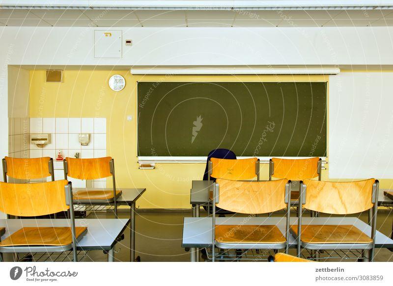 Schule aschersleben Bildung Detailaufnahme Haus historisch Klassenraum Kleinstadt Licht Traurigkeit Menschenleer Mittelalter Sachsen-Anhalt Schulgebäude Sommer