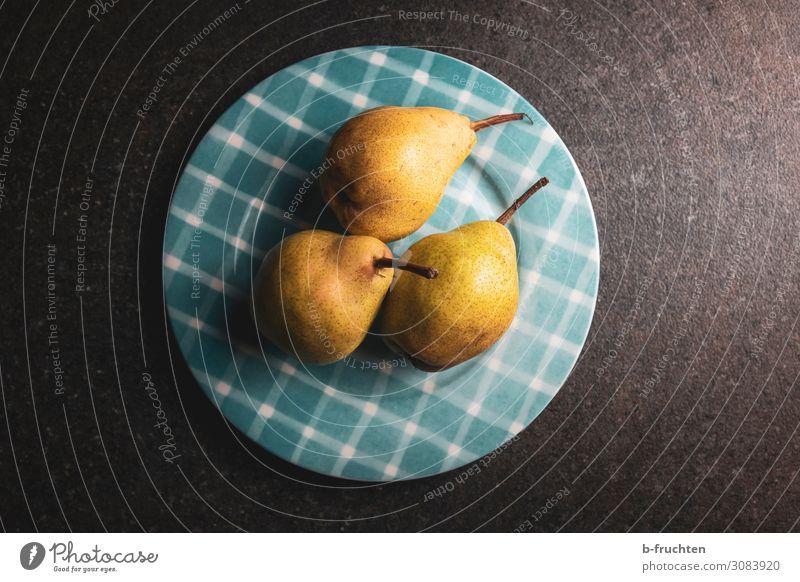 Birnen auf einem Teller Lebensmittel Frucht Ernährung Bioprodukte Vegetarische Ernährung Gesunde Ernährung wählen frisch Gesundheit 3 Vitamin Farbfoto