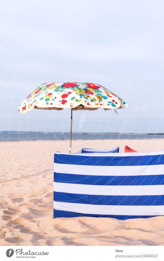 Strandschutz Meer Ostsee Sonnenschirm gestreift geblümt