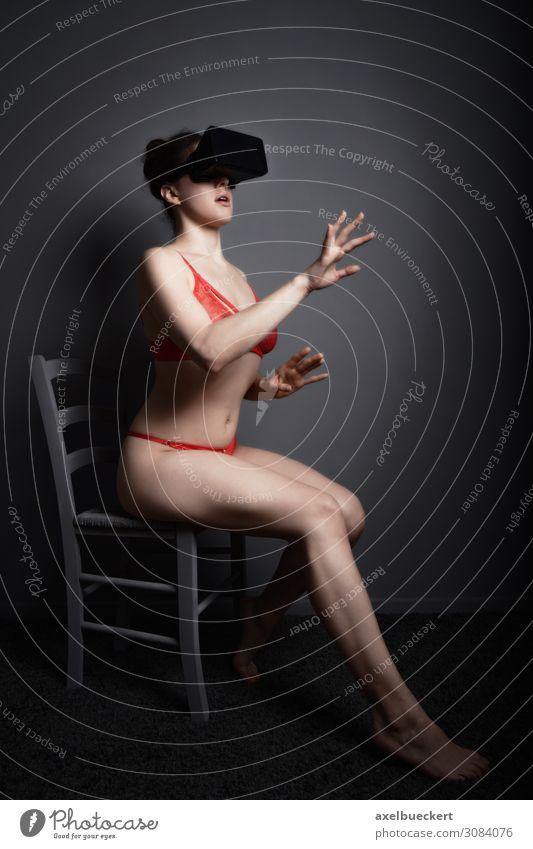 VR Virtual Reality Cybersex Lifestyle Freizeit & Hobby Spielen Headset Technik & Technologie Unterhaltungselektronik Fortschritt Zukunft High-Tech Mensch