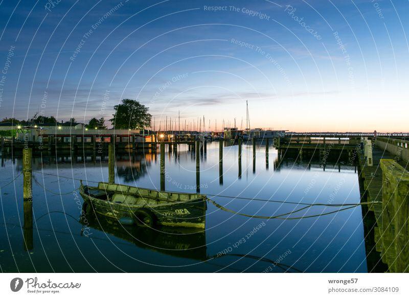 Blaue Stunde am Ribnitzer See Himmel Sommer blau grün Wasser Meer ruhig rosa Wasserfahrzeug Luft Schönes Wetter Hafen Ostsee Bucht Steg Anlegestelle