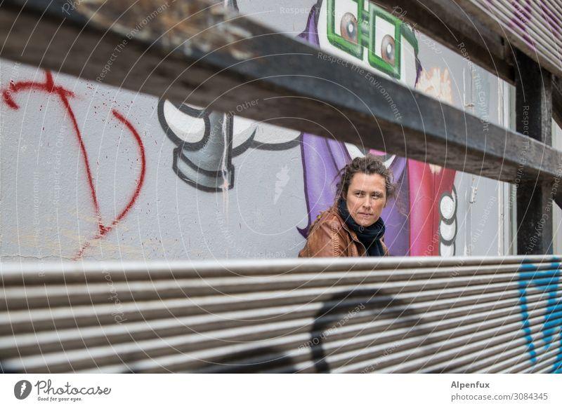 Unter Beobachtung | UT Chemnitz17 Mensch feminin Frau Erwachsene 30-45 Jahre Zeichen Schriftzeichen Graffiti einzigartig Entschlossenheit Erfolg Erwartung