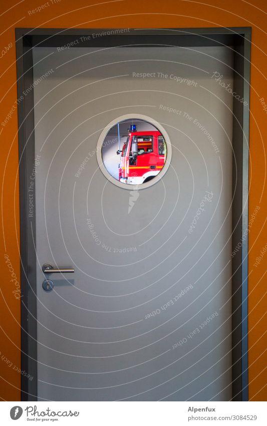 112 Feuerwehrauto Optimismus Tatkraft Opferbereitschaft Solidarität Hilfsbereitschaft ruhig Beginn entdecken Erwartung bedrohlich Gesellschaft (Soziologie)