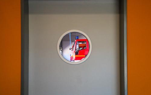 wertvoll | schnelle Hilfe Feuerwehrauto Tapferkeit Mut Tatkraft Angst Partnerschaft erleben bedrohlich Gesellschaft (Soziologie) Hilfsbereitschaft Hoffnung