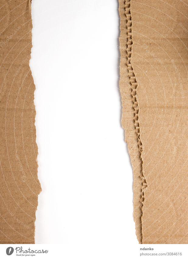 braunes Papier aus der Schachtel, gerissener Rand Stil Design Dekoration & Verzierung Handwerk alt dreckig retro weiß Entwurf Hintergrund blanko Karton Saum