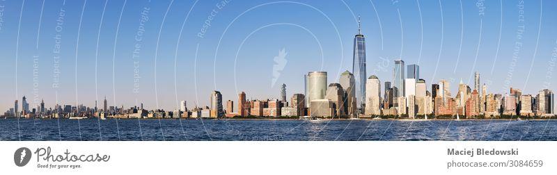 Skyline von New York City mit wolkenlosem Himmel. kaufen Reichtum Ferien & Urlaub & Reisen Städtereise Sommer Häusliches Leben Büro Schönes Wetter Fluss