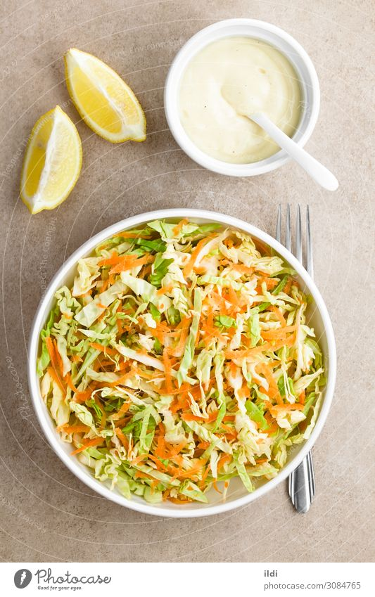 Frischer Weißkohl und Karottenkrautsalat Gemüse Salat Salatbeilage frisch Lebensmittel Krautsalat Kohle Kohlgewächse Möhre roh geschreddert gerieben gehackt
