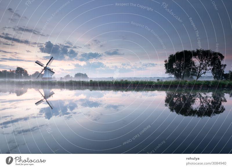 weiße Windmühle am Fluss mit Himmelsspiegelung schön Ferien & Urlaub & Reisen Sommer Kultur Natur Landschaft Wolken Horizont Nebel Gras Flussufer See Gebäude