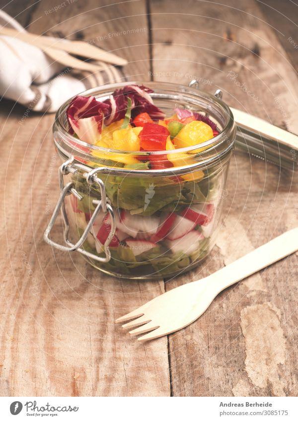 Tasty vegetarian salad in a jar Salat Salatbeilage Frühstück Mittagessen Bioprodukte Vegetarische Ernährung Glas Gesunde Ernährung lecker Fitness Gesundheit