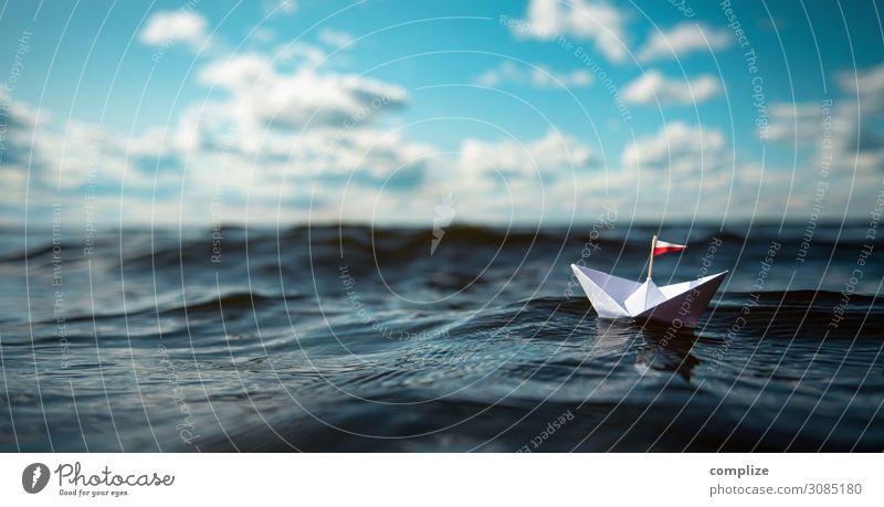 kleines Papierschiff auf hoher See | Panorama Ferien & Urlaub & Reisen Sommer Sonne Meer Erholung Wolken ruhig Ferne Strand Gesundheit Küste Spielen