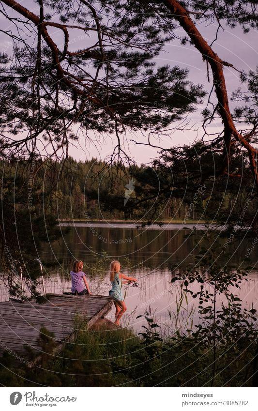 Mädchen angeln im Abendlicht harmonisch Erholung ruhig Freizeit & Hobby Spielen Angeln Ferien & Urlaub & Reisen Tourismus Abenteuer Sommer Insel feminin