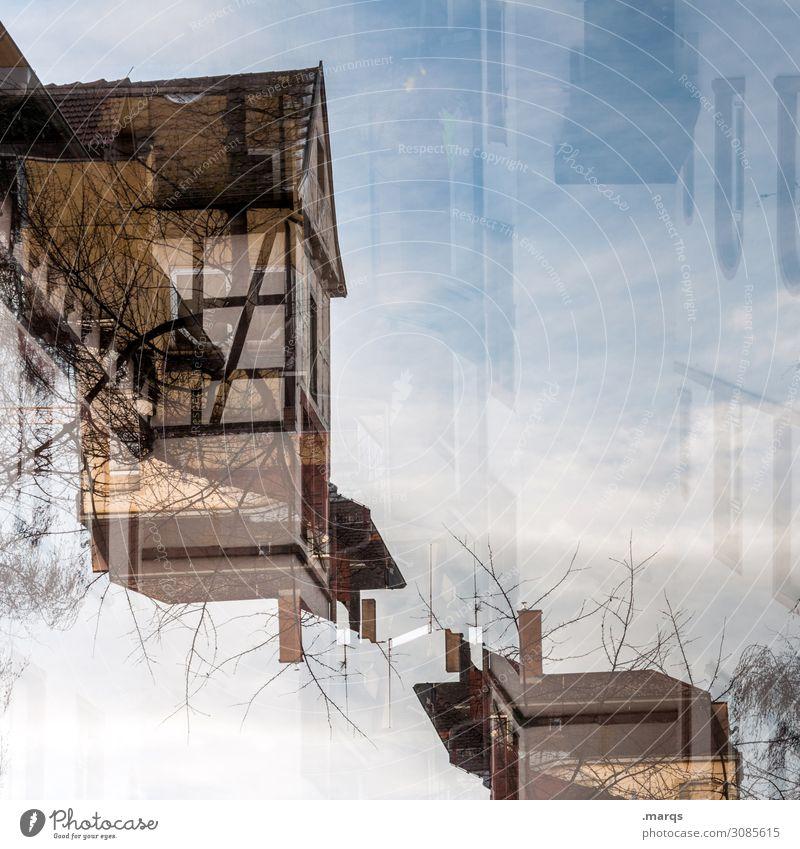 Altbau abstrakt Häusliches Leben Wohnung Haus Himmel Schönes Wetter Architektur Fachwerkhaus alt außergewöhnlich Perspektive Doppelbelichtung Farbfoto