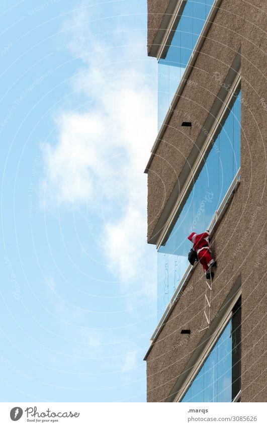 Cliffhanger Weihnachten & Advent Weihnachtsmann Mann Erwachsene 1 Mensch Himmel Wolken Gebäude Architektur Fassade Fenster Vorfreude Glaube Religion & Glaube