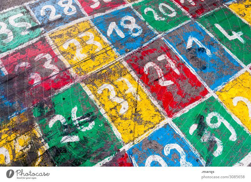 Spielstraße Spielen Beton Ziffern & Zahlen viele Bildung Farbe Kindheit Schulhof Raster Farbstoff Farbfoto mehrfarbig Außenaufnahme Menschenleer