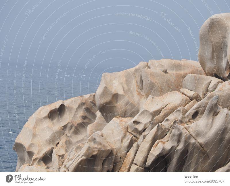 Capo Testa Felsen Meer Mittelmeer Insel Italien Sardinien Europa blau braun grau Farbfoto Gedeckte Farben Außenaufnahme Menschenleer Textfreiraum links