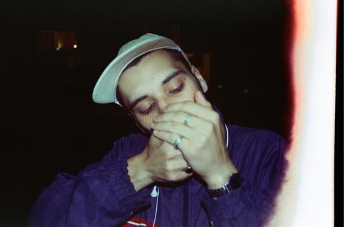Mensch Jugendliche Stadt Junger Mann Hand Erholung ruhig Kunst außergewöhnlich Freundschaft maskulin Kultur authentisch Feuer Hut Rauchen