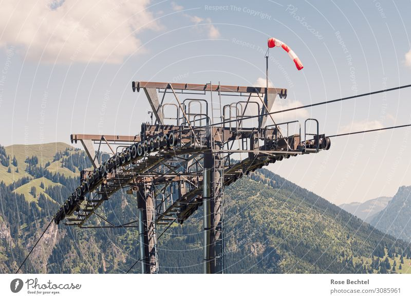 Seilbahnelement Tourismus Ferne Sommer Sommerurlaub Berge u. Gebirge wandern Technik & Technologie Verkehrswege Personenverkehr hoch kalt grau Wind Stahl