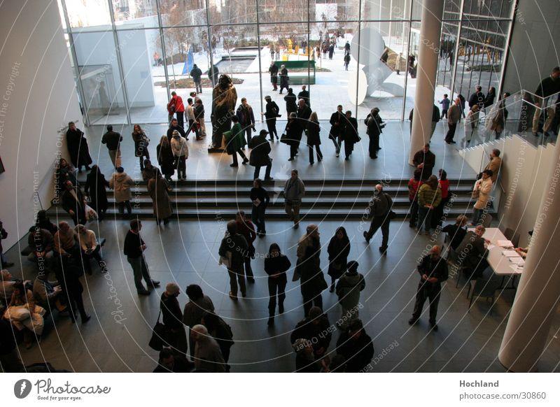 New York Flur Kasse Licht Ausstellung Messe MoMA New York Andrang Mensch Gedränge Treppe
