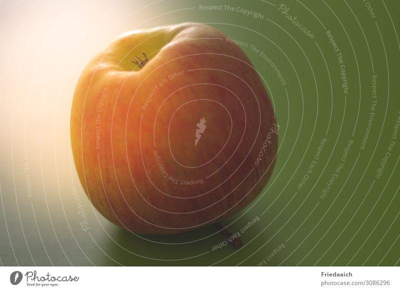 Apfel Lebensmittel Frucht Gesundheit Gesunde Ernährung Essen Fitness gut lecker saftig süß gelb gold orange rot Appetit & Hunger Energie Pause rein Farbfoto