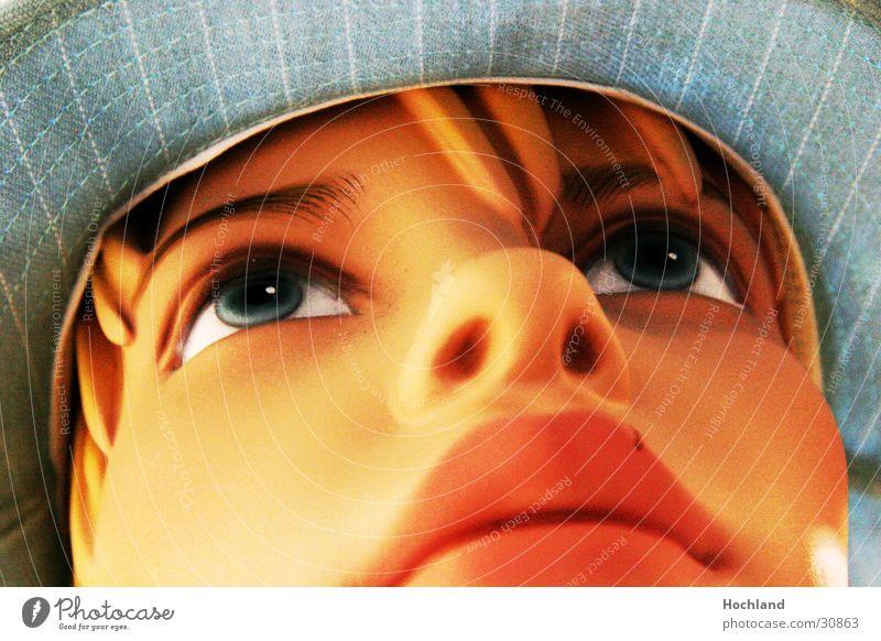 Puppe blau behütet Frau Gesicht Auge Haare & Frisuren Lippen Hut Puppe Anschnitt Schaufensterpuppe Frauengesicht Pop-Art Frauenaugen Frauennase Frauenmund