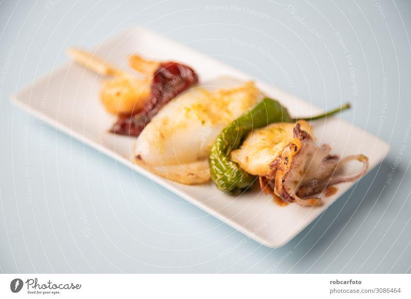 typisch spanische Tapa Abendessen Diät Teller Meer Tisch Restaurant frisch weiß geschmackvoll Tintenfisch Fisch mediterran Lebensmittel Küchenchef Koch grillen