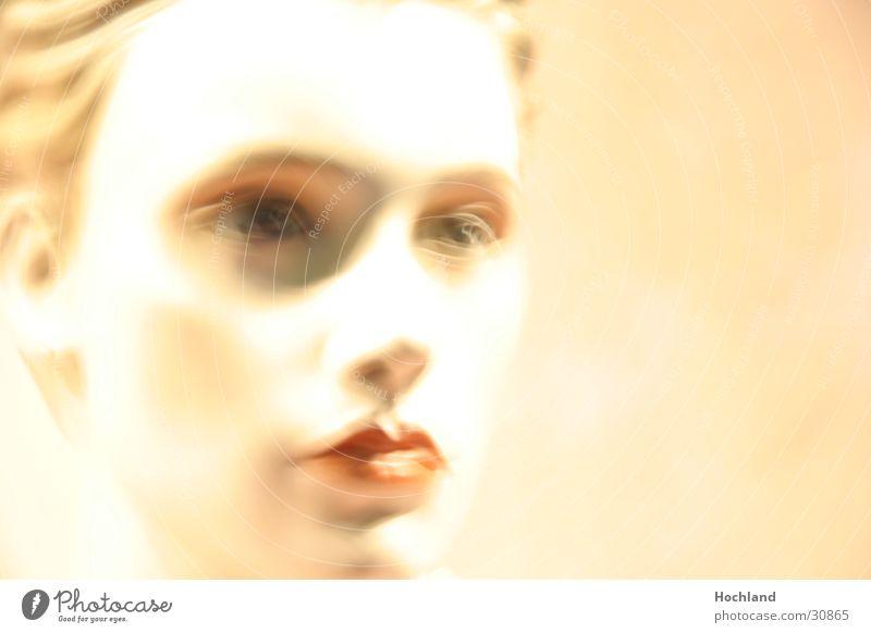 Ach wie gut, dass niemand weiß Frau Haare & Frisuren Lippen Puppe Schaufenster
