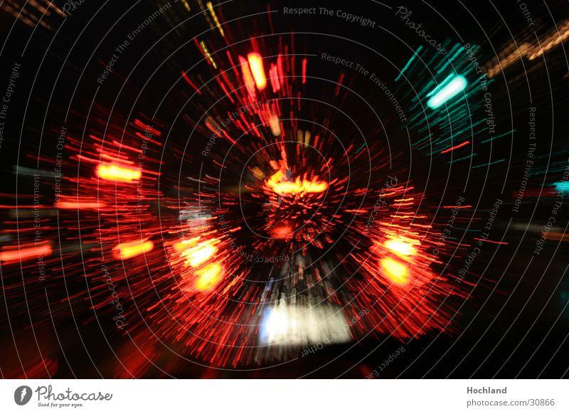 Nächtliche Heimfahrt gezoomt Hintergrundbild Feuerwerk Zoomeffekt Fototechnik Premiere Urknall