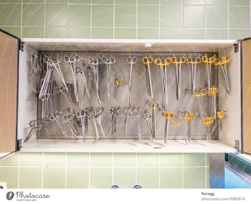 surgical instruments Krankenhaus Gesundheitswesen Werkzeug Schere Industrie wählen Reinigen Sauberkeit trocken gold grün silber Ordnungsliebe Reinlichkeit