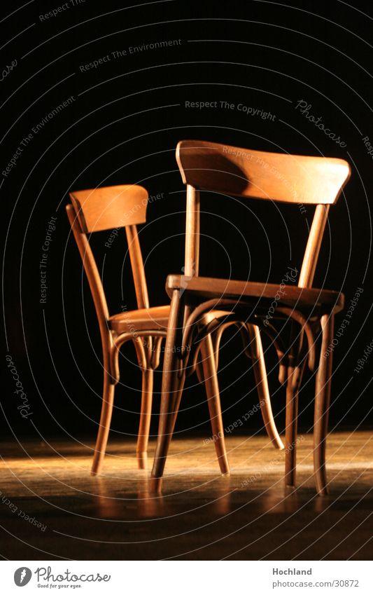 Stuhl Stühle am Stühlsten Licht braun Hintergrundbild schwarz Häusliches Leben Theaterschauspiel Stuhllehne Beine verrückt Bistrostühl Bistrostühle Neigung
