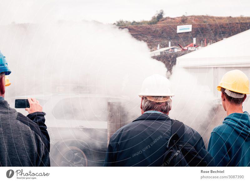Zuschauer Industrie Baustelle Technik & Technologie Mensch maskulin Menschengruppe PKW Helm beobachten weiß Interesse Fortschritt Mobilität Umwelt Rauch