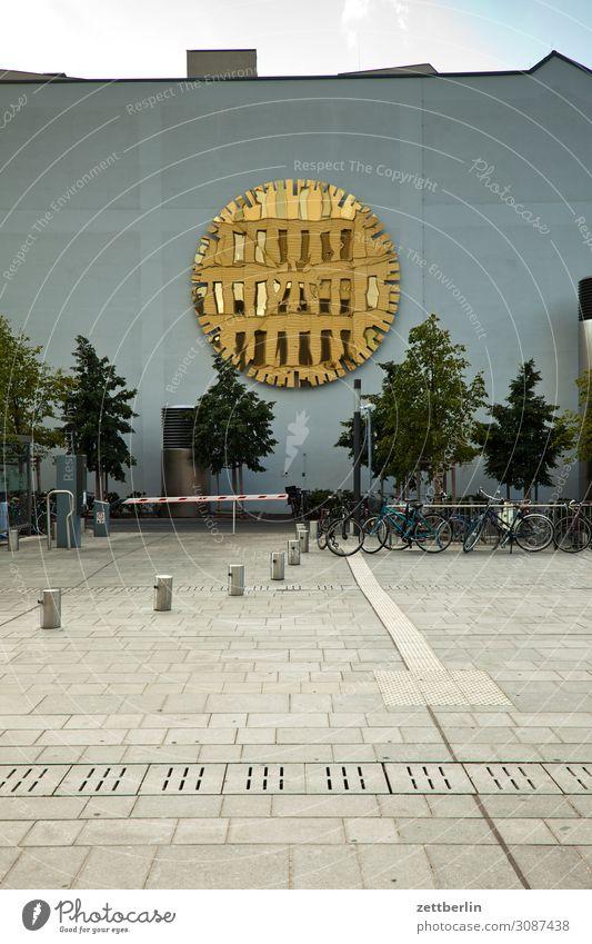 Charité again Himmel Himmel (Jenseits) Haus Architektur Berlin Kunst Deutschland Tourismus Textfreiraum Fassade Büro modern Hochhaus Platz Zifferblatt Skyline