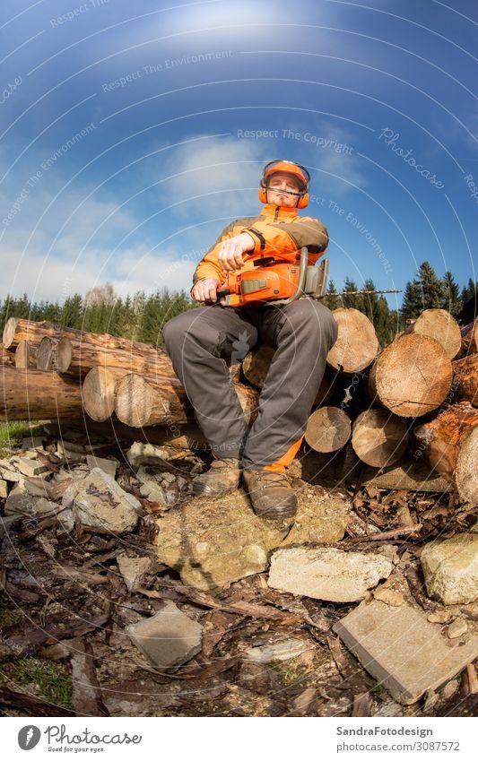 Man with chainsaw Freizeit & Hobby Beruf Arbeitsplatz Landwirtschaft Forstwirtschaft Mensch Natur Baum Wald Stiefel Helm Arbeit & Erwerbstätigkeit Kraft