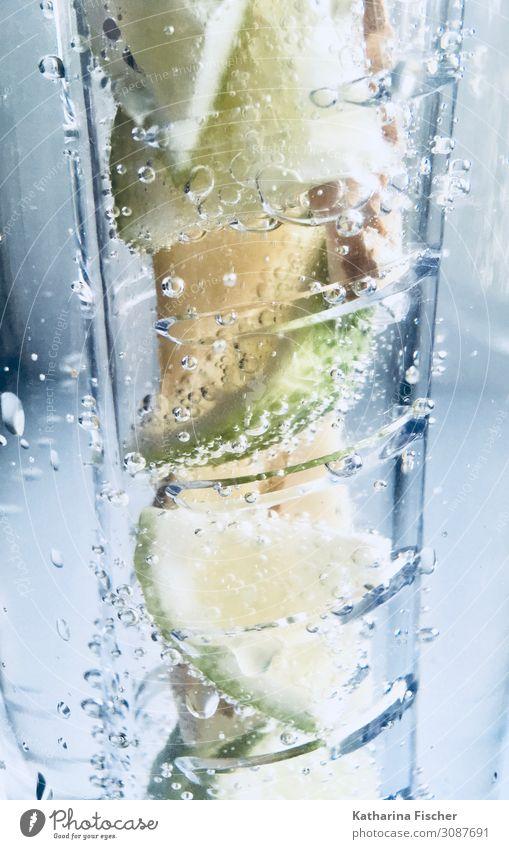 Erfrischungsgetränk Getränk Trinkwasser Flasche Glas blau gelb grün weiß Limone Citrus Ingwer Wasser Mineralwasser sprudelnd Sommergetränk Blase Urelemente
