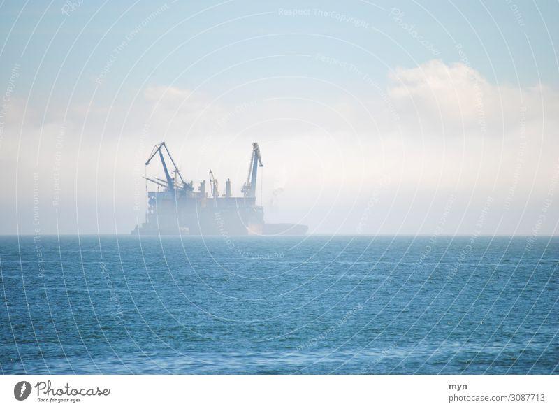 Tanker Schiff im Nebel auf dem Meer Geisterschiff Öltanker Schifffahrt Containerschiff Nebelstimmung Nebelschleier Nebelbank Geister u. Gespenster unheimlich